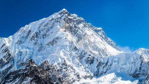 Everest, biomimétisme et anomalies du fond diffus cosmologique