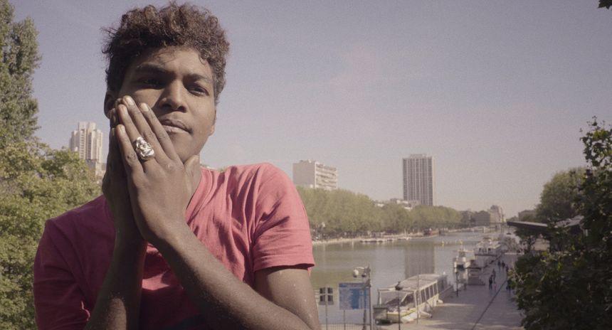 Souleymane, à Paris filmé par Hind Meddeb