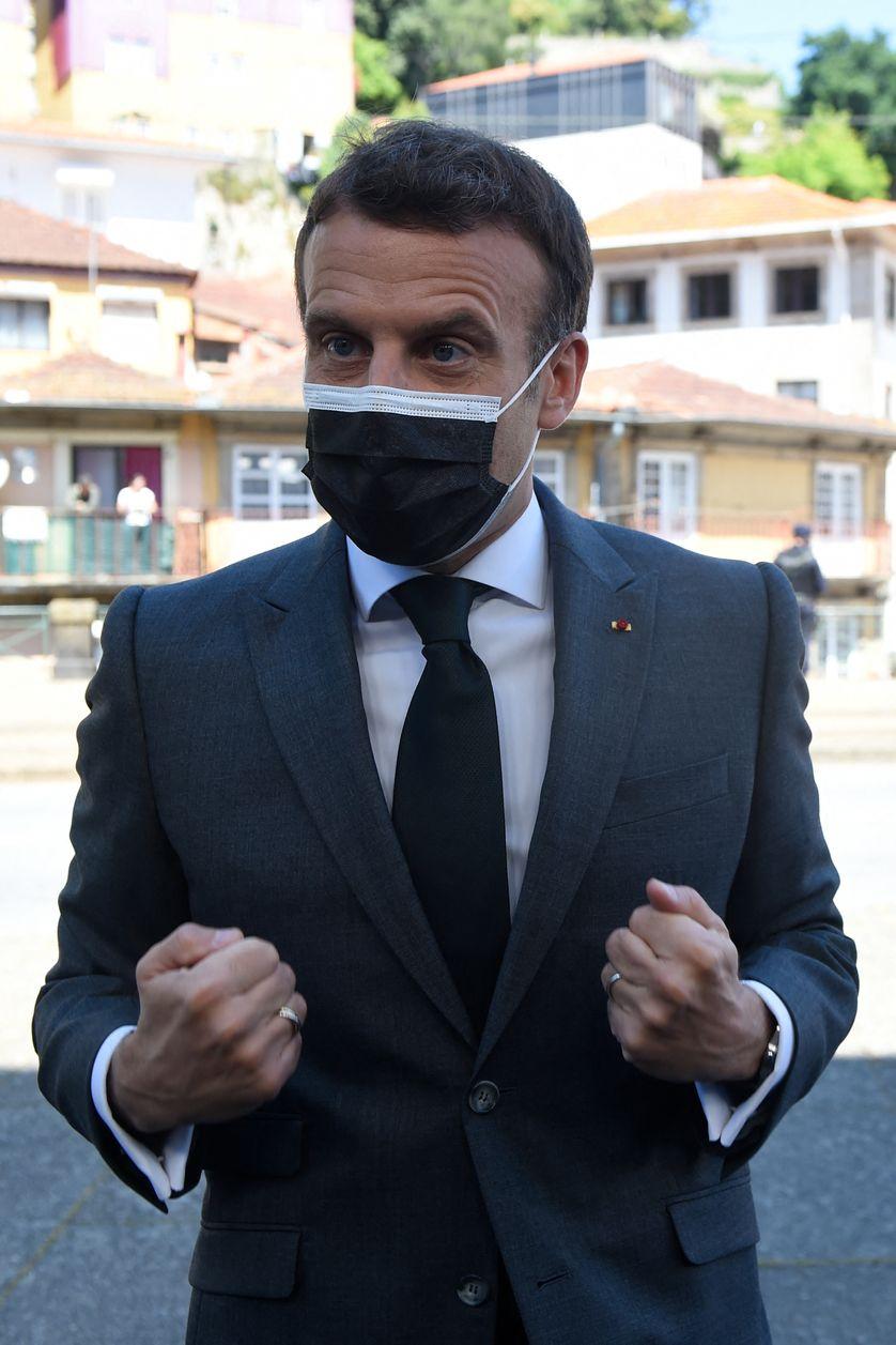 """Emmanuel Macron appelle les """"anglo-saxons à arrêter de bloquer les exportations de vaccins"""""""