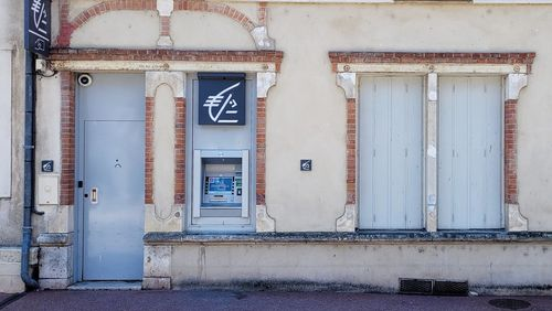 Près de Montargis, les habitants des déserts bancaires s'adaptent à marche forcée