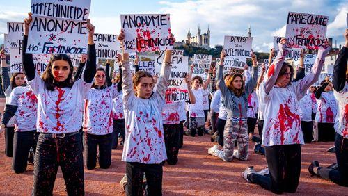 Féminicides : comment protéger les victimes de violences ?