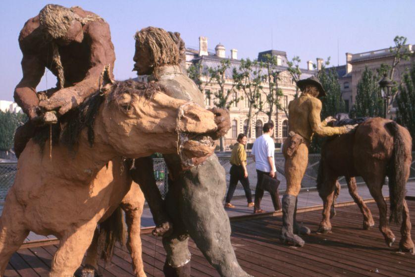Exposition d'Ousmane Sow sur le pont des Arts, à Paris, en juin 1999, France.