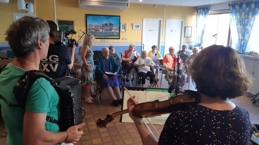 La séance d'enregistrement à la maison de retraite de Sancerre