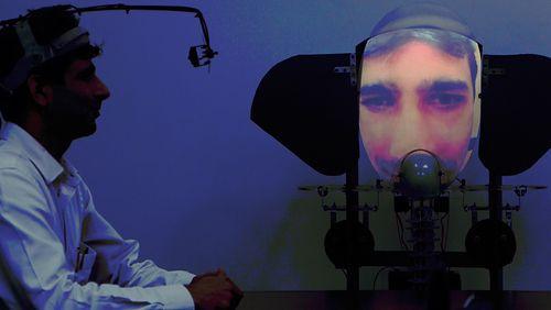 Faire l'expérience du divin au moyen d'un robot, une aventure anthropologique et artistique