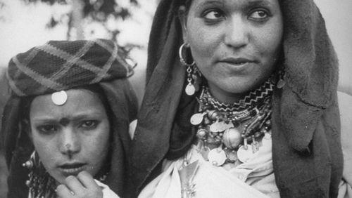Du sud marocain au MAHJ: les villages perdus de Jean Besancenot