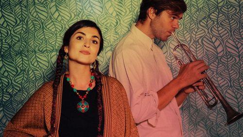 Ladaniva, le duo franco-arménien qui réinvente la pop des Balkans