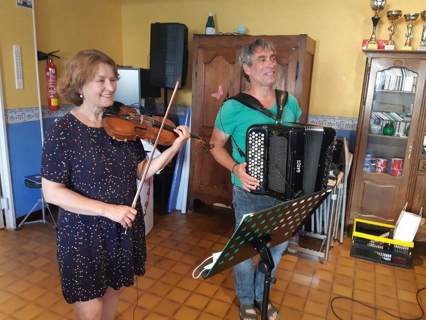 Gérad Godon était accompagné d'une violoniste pour l'enregistrement.