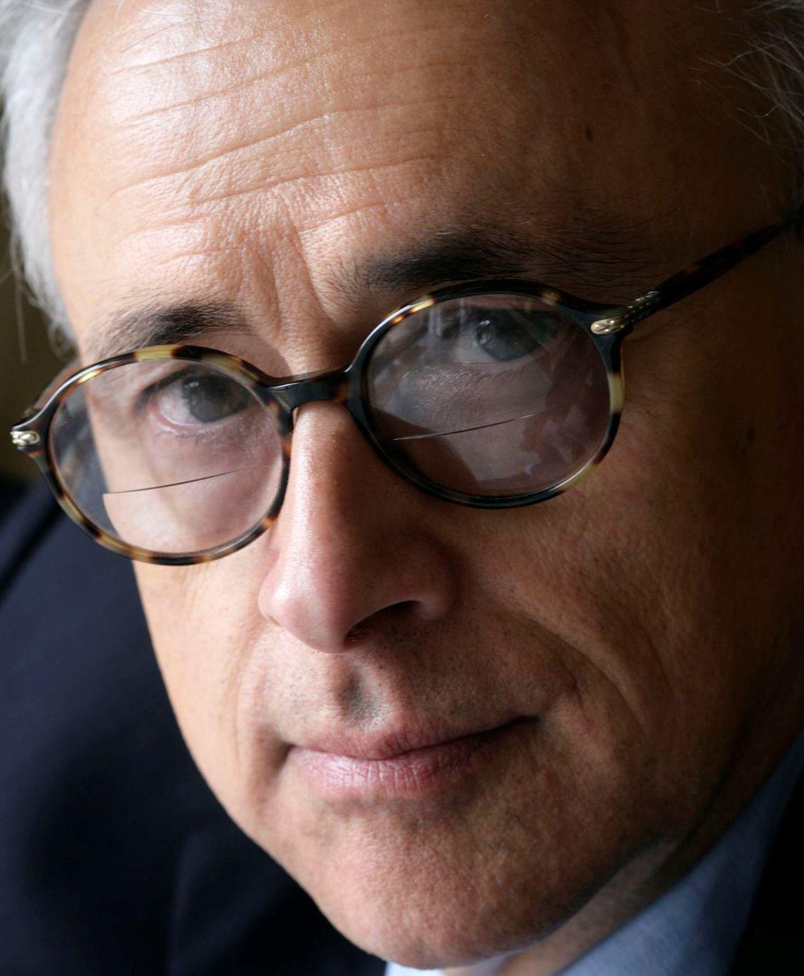 """Portrait d'António Rosa Damásio, auteur de  """"Sentir et savoir : Une nouvelle théorie de la conscience"""" (Odile Jacob)"""