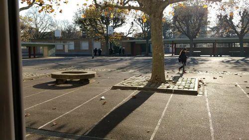 Par résonances : hors des sentiers de l'école