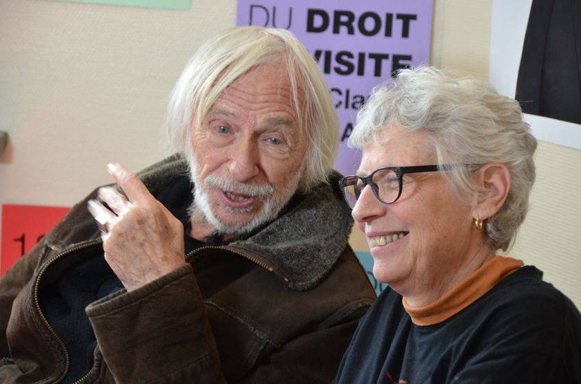 Claude Mangin pendant sa grève de la faim à la mairie d'Ivry-sur-Seine, en mai 2018, pour demander le droit de rendre visite à son mari militant du Sahara libre Naâma Asfari. Soutenue alors par l'acteur Pierre Richard.