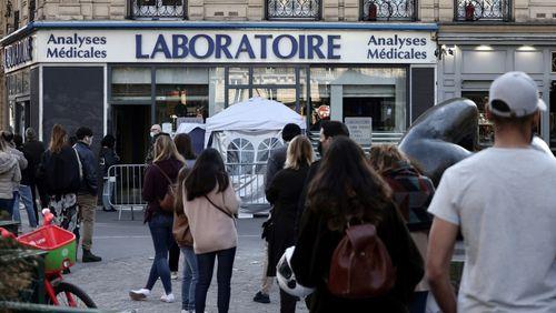 Le nombre de nouveaux cas explose, le gouvernement continue à inciter à la vaccination