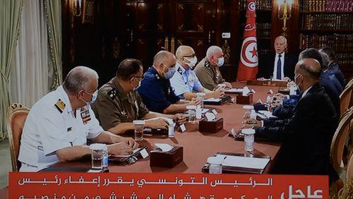 """Tunisie : un """"coup d'état constitutionnel"""" pour une partie de la presse"""