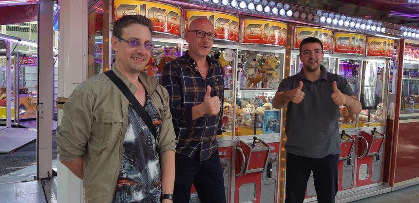 Benjamin, autiste Asperger, Francis Loeuillet animateur du groupe d'entraide mutuelle Autis18, et Mahdi, autiste Asperger