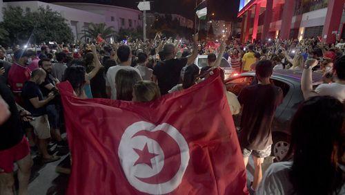 Quelles sont les causes de la crise politique en Tunisie ?