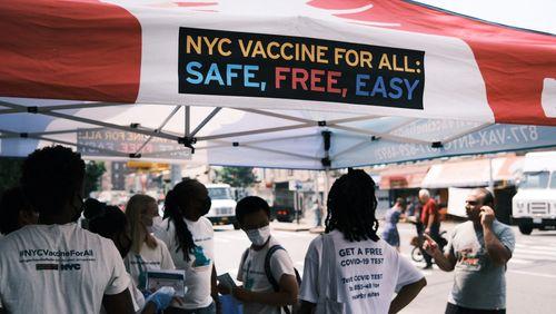 Pas d'obligation vaccinale aux Etats-Unis, mais la pression monte sur les non-vaccinés