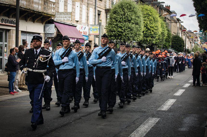 Ecole de gendarmerie de Tulle et sapeurs pompiers ont défilé derrière le 126 ème Régiment d'infanterie.