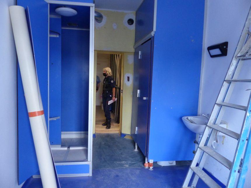 Les cellules de 11 mètres carrés comporteront une douche et des toilettes privatives.