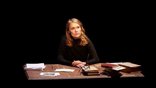 """Pour le Off d'Avignon, Marianne Basler donne corps et voix à """"L'Autre fille"""" d'Annie Ernaux"""