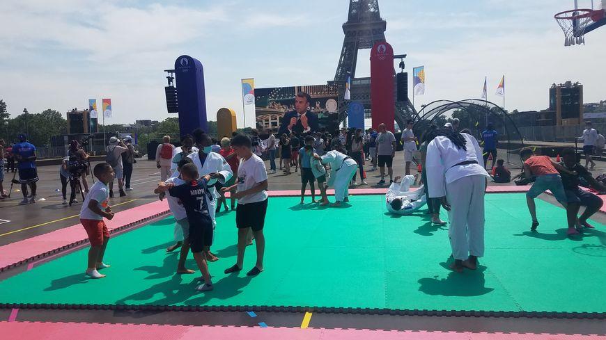 Jeux Olympiques : écran géant, breakdance et sourires à la fan-zone du Trocadéro à Paris