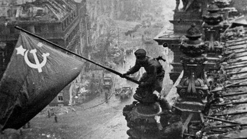 Épisode 3 : Le drapeau soviétique sur le Reichstag d'Evgueni Khaldeï : la photo comme arme politique