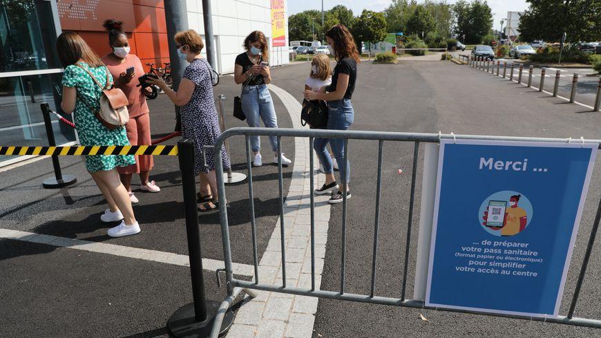 El pase de salud se solicitó en la entrada de cinco centros comerciales en Essonne desde el 23 de agosto.