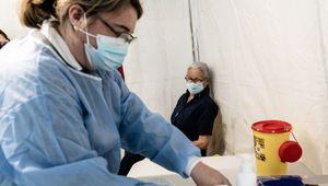 Au centre de vaccination de Clamart (Hauts-de-Seine)