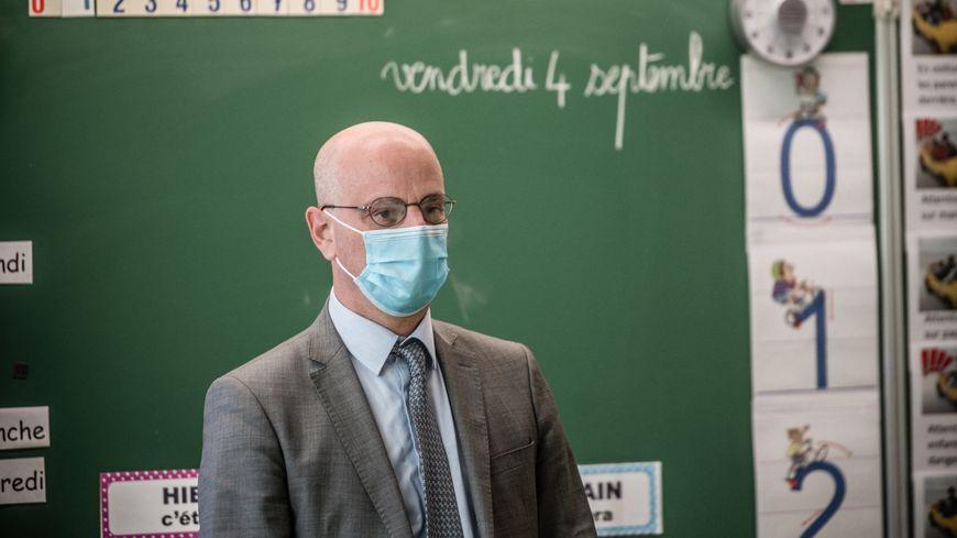 Comme l'an dernier, cette rentrée scolaire se fera avec le Covid-19 et le ministre Jean-Michel Blanquer a dû définir un protocole sanitaire.