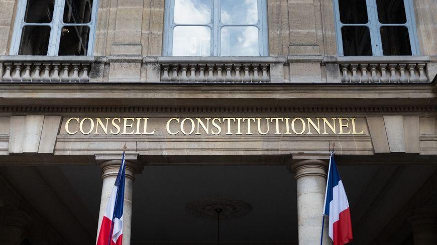 Pass sanitaire, obligation vaccinale, isolement : ce qui est validé ou censuré par le Conseil constitutionnel - France Bleu