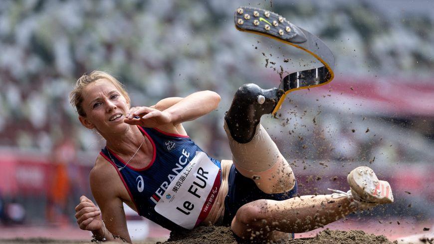 Marie-Amélie Le Fur remporte la médaille d'argent en saut en longueur, aux Jeux Paralympiques de Tokyo.