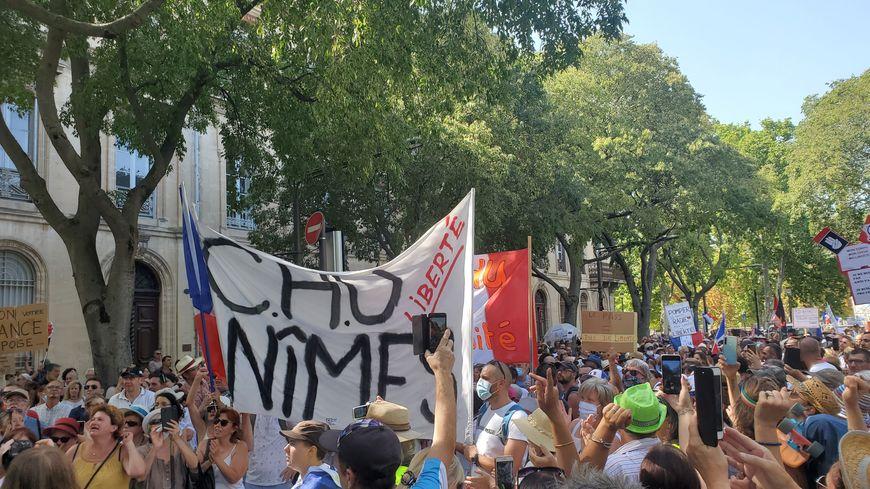 5e samedi de manifestation Antipass à Nîmes : plus de 8000 participants selon les organisateurs