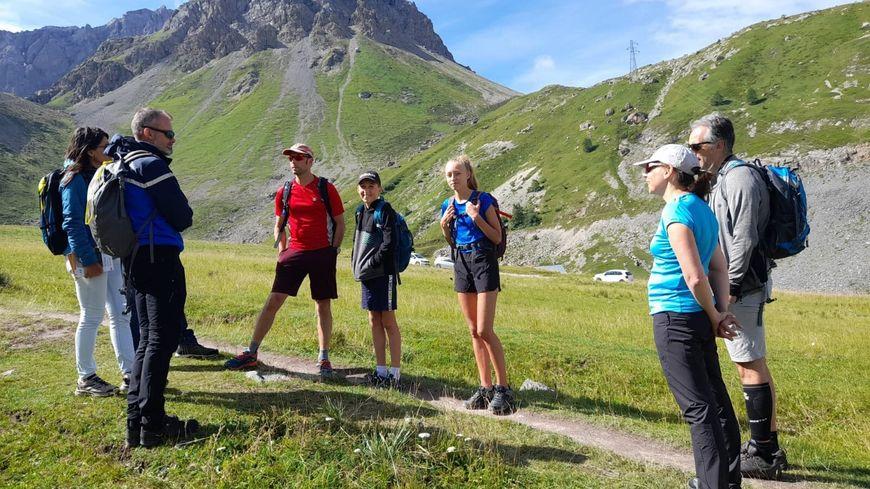 Les secouristes de Savoie à la rencontre des randonneurs trop souvent mal préparés