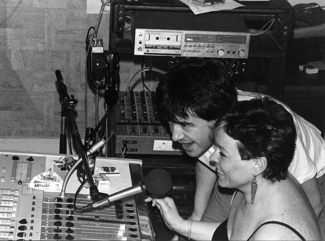 Jean-Yves Lambert alias Lafesse et Catherine Pelletier alias Supernana dans le studio de la radio Carbone 14