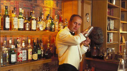 Nuit Ernest Hemingway 1/2 9/12 : L'histoire du cocktail par Colin Field, barman au bar Hemingway du Ritz
