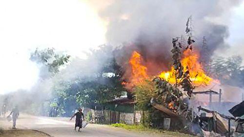 En Birmanie l'opposition prend les armes, la junte militaire riposte
