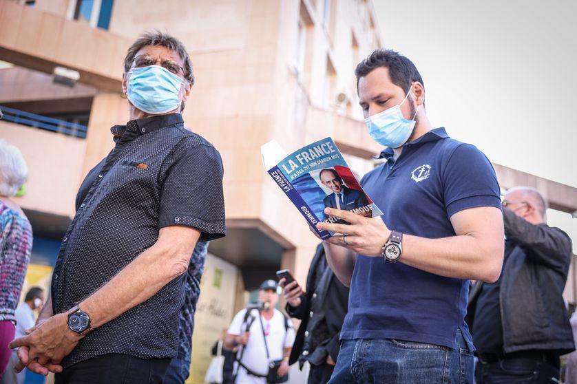 File d'attente pour la dédicace du livre d'E. Zemmour à Toulon