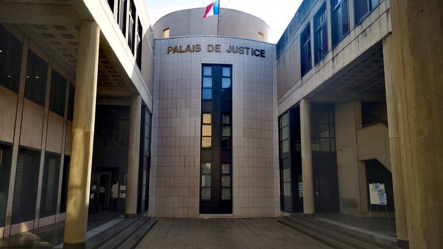 Poèmes et musique pour la Nuit du Droit au tribunal de Draguignan le 4 octobre