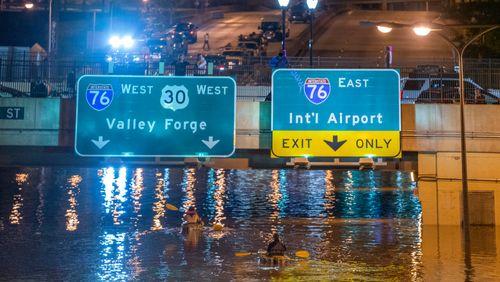 Dérèglement climatique : vivre avec les catastrophes 1/4 : De New York à Tokyo : les métropoles prennent l'eau