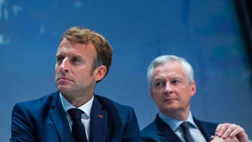 """Présentation du budget 2022 : Emmanuel Macron fait """"campagne avec le chéquier de la France"""", selon la droite"""