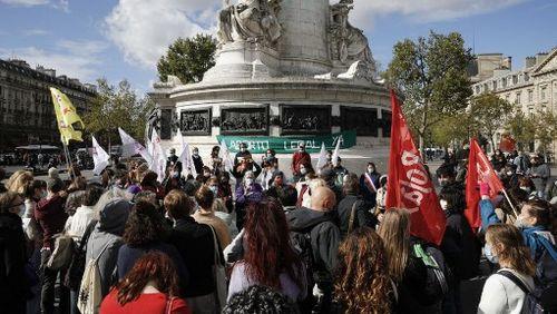 Les associations féministes se mobilisent pour réclamer l'allongement du délai légal de l'IVG