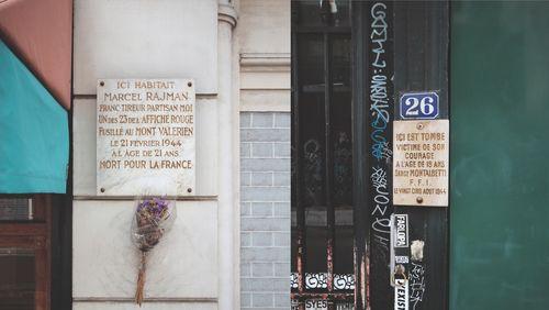 Épisode 4 : Les plaques dans la ville, la mémoire au coin de la rue