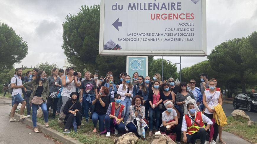 Une cinquantaine de soignants étaient mobilisés ce mardi devant la clinique du Millénaire.