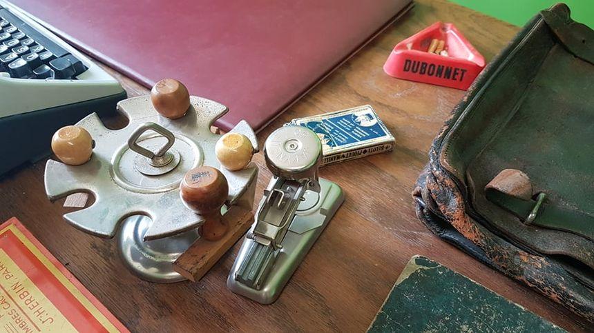 Sur le bureau de la gendarmerie reconstituée, aucun détail n'est oublié !
