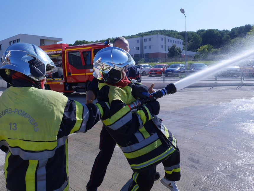 Put your self within the footwear of the firefighters of Bouches-du-Rhône