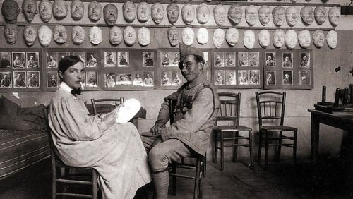 Jane Poupelet et l'atelier des masques