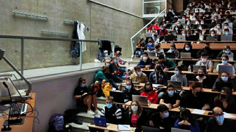 """""""On est assis par terre"""", des amphis plein à craquer à l'université de Strasbourg"""