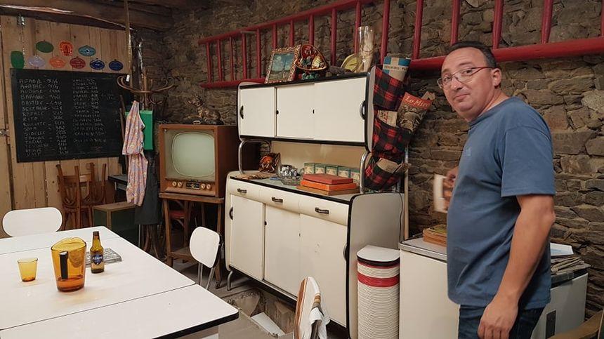 Xavier Hory dans sa cuisine ambiance sixties !