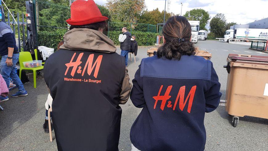 Les salariés de H&M en grève depuis le 7 octobre 2021 pour dénoncer la fermeture de l'entrepôt du Bourget en Seine-Saint-Denis