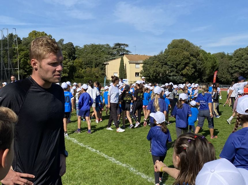 IN PICTURES – Kevin Mayer presents the Montpellier decathlon to 400 kids