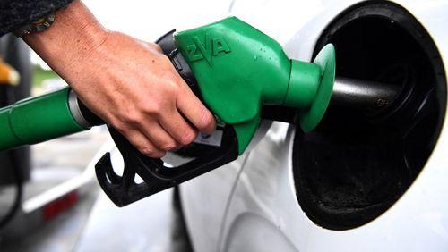 """Plutôt qu'une baisse des taxes ou qu'un chèque carburant, le gouvernement opte pour une """"indemnité inflation"""""""