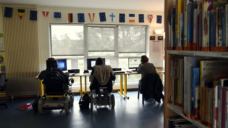 Les parents d'enfants handicapés confrontés aux difficultés de prise en charge, selon leur département